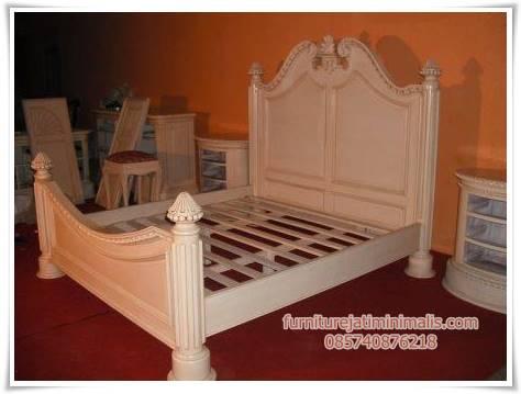 dipan kayu pionis, dipan kayu mahoni, dipan kayu modern, dipan tidur, jual dipan, dipan ukir, dipan kayu sederhana, harga dipan kayu