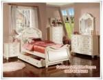Kamar Tidur Anak Perempuan Wooden